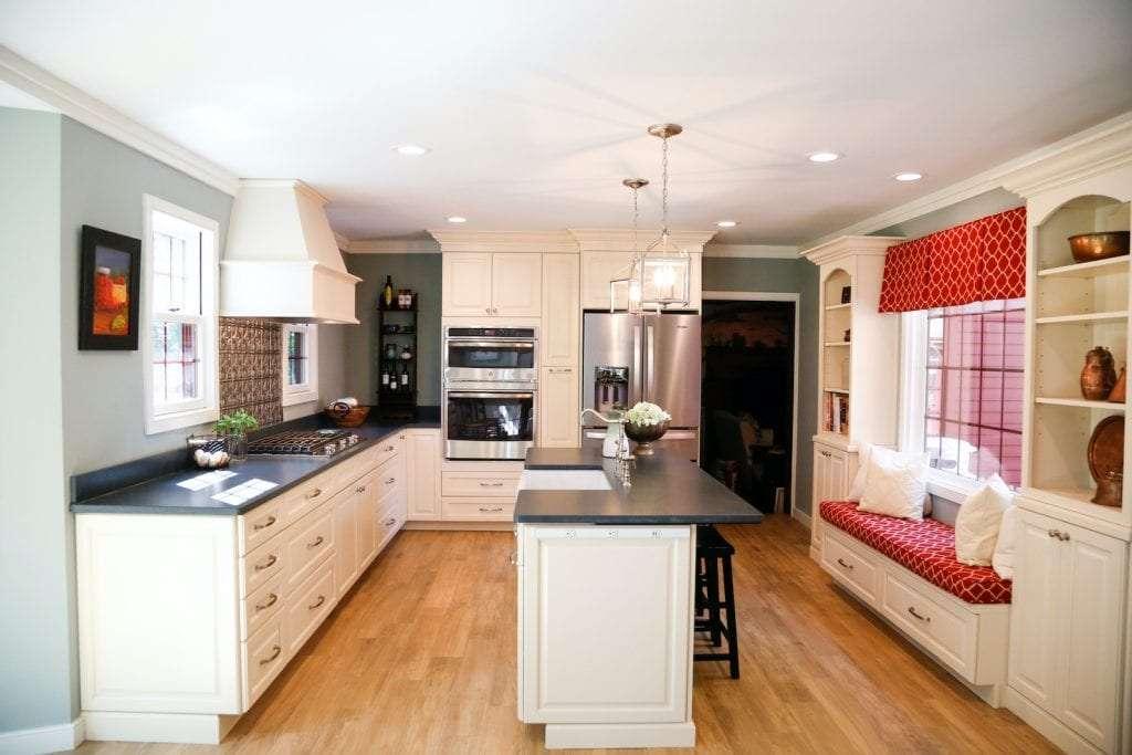 Dean Cabinetry Eudora Semi Custom Oxford II Full Access Full Overlay Kitchen
