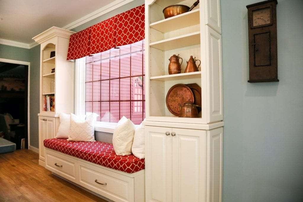 Dean Cabinetry Eudora Semi Custom Oxford II Full Access Full Overlay Kitchen Bench Seat