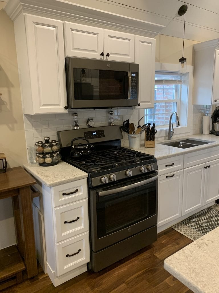 Fabuwood Stock White Framed Full Overlay Kitchen Stove
