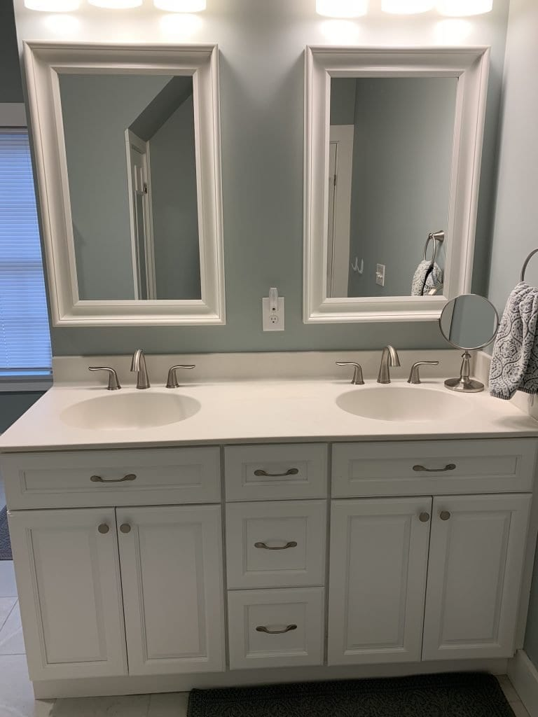 Fabuwood Stock White Framed Full Overlay Kitchen Vanity