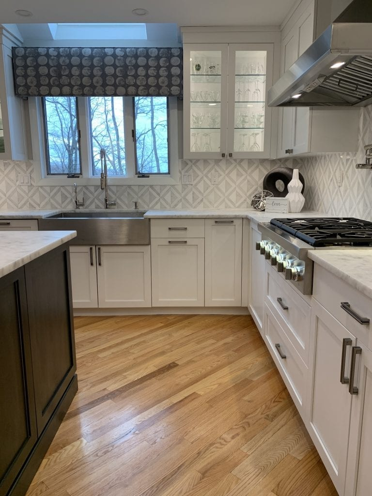 Dean Cabinetry John Dean Custom Cabinetry White Full Access Full Overlay Kitchen Thermador Gas Range