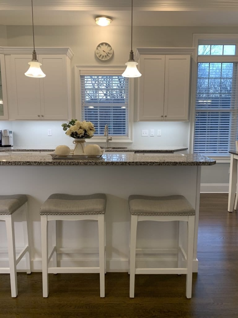 Dean Cabinetry Fabuwood Stock White Framed Full Overlay Kitchen Stools