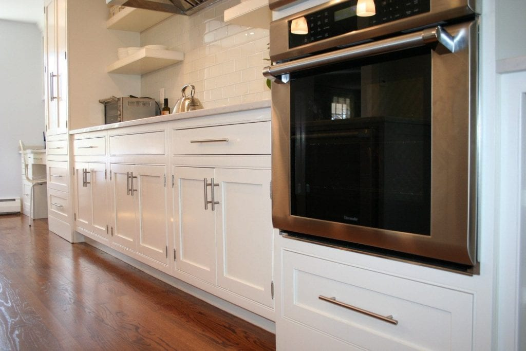 HOW TO CHOOSE HARDWARE PULL SIZE FOR YOUR CABINETS