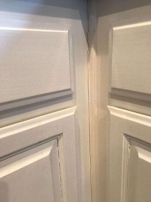 Witness Line in Corner Cabinet